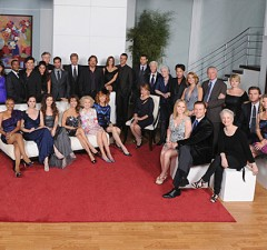"The Final Cast Shot of the Cast of ""All My Children"" (Photo: ABC)"
