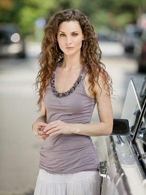 Alicia Minshew actress