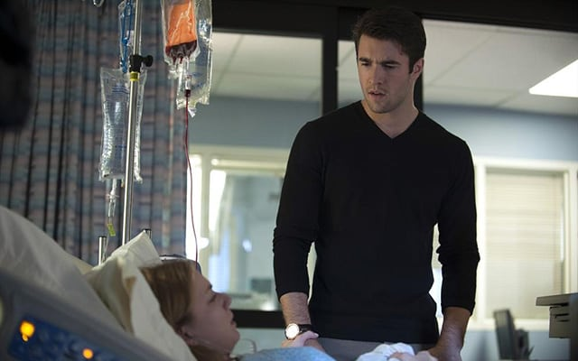 Daniel Visits Emily In The Hospital When 'Revenge' Returns With All New Episodes on January 5!